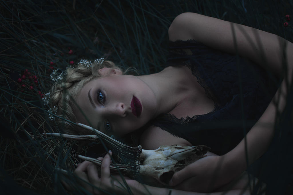Persephone,  Goddess of the underworld by LoesPhotography