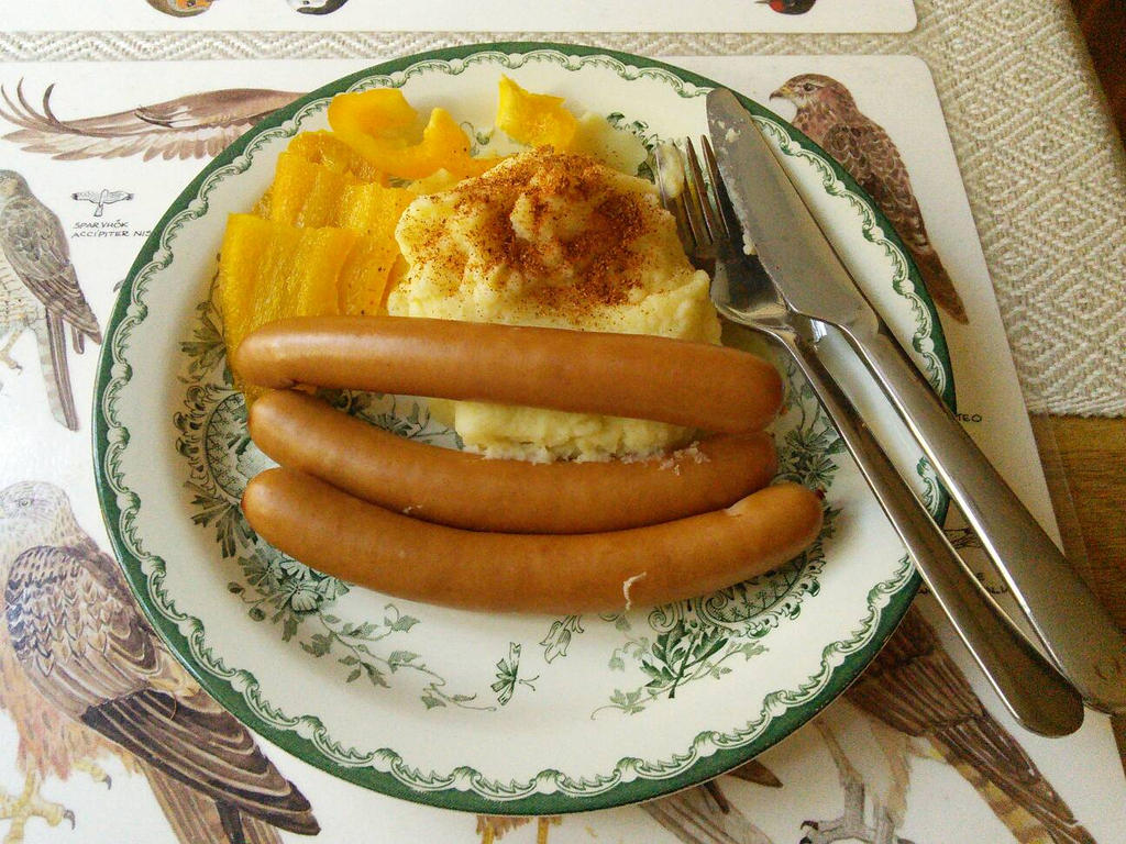 Sausage and mash potatoes by EgonEagle