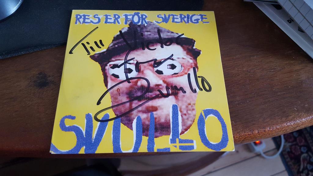 Svullo autograph by EgonEagle