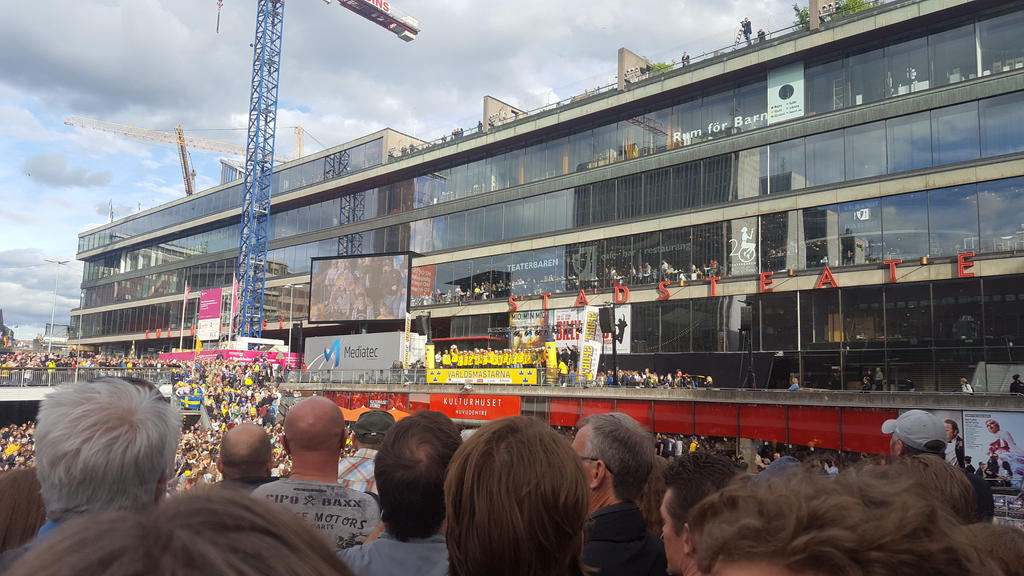 Team Sweden celebrates at Sergels torg 2017 by EgonEagle