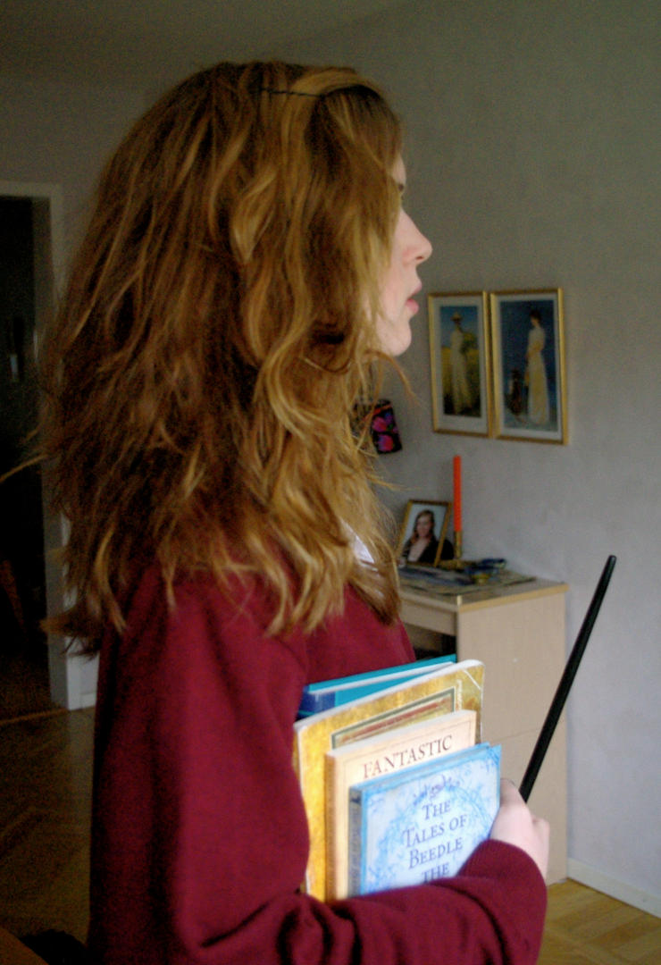 kinda amateur hermione cosplaywhatever-chan on deviantart