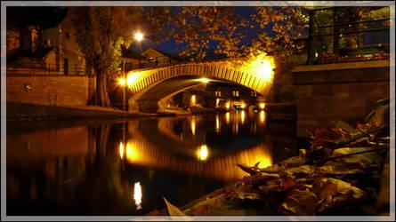 Automn comes, the bridge stays