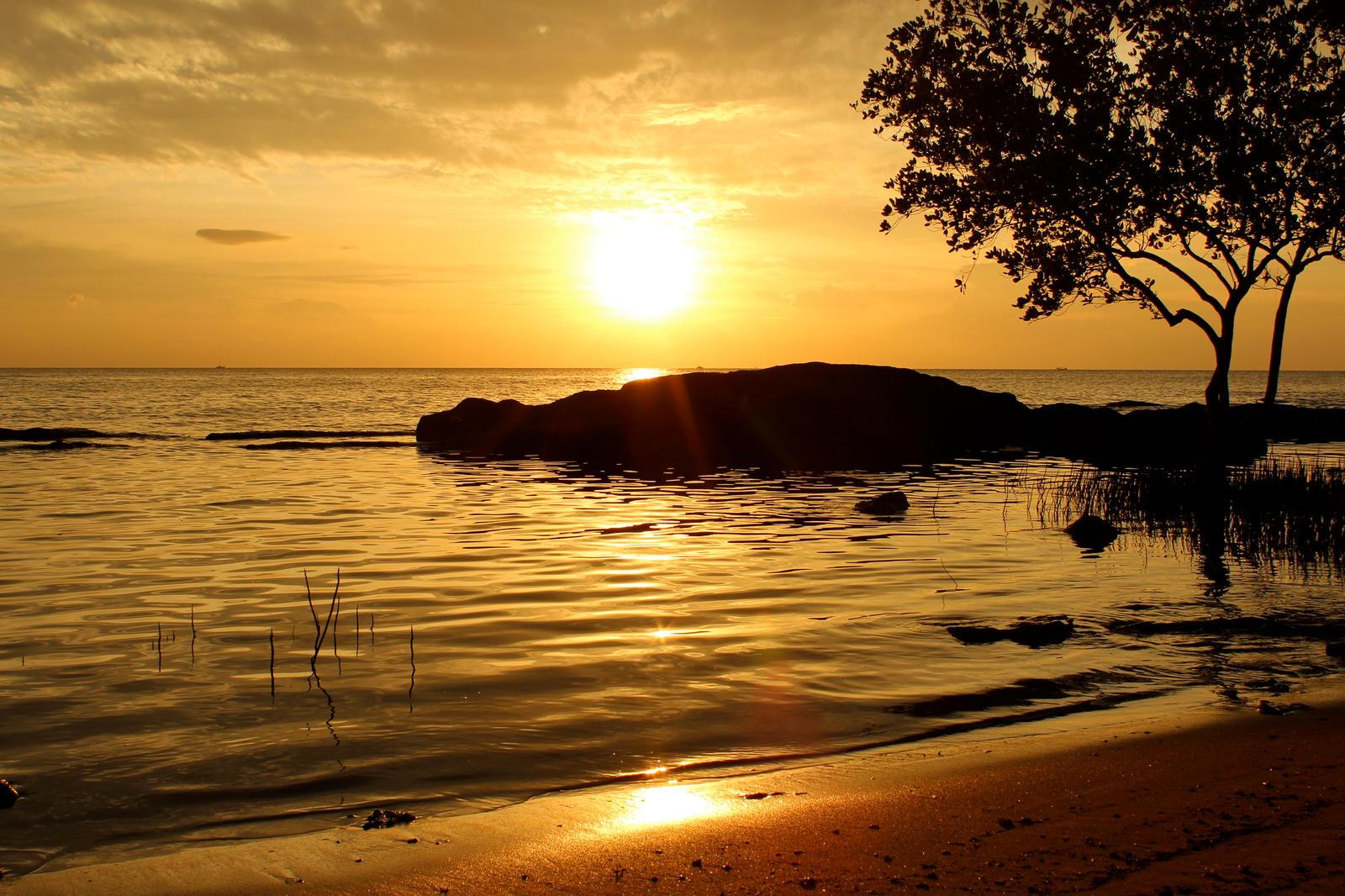 cua can sunset by gypsyskyphotography
