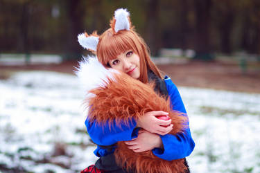 Holo Cuddles her Tail [Spice and Wolf Cosplay] by firecloak