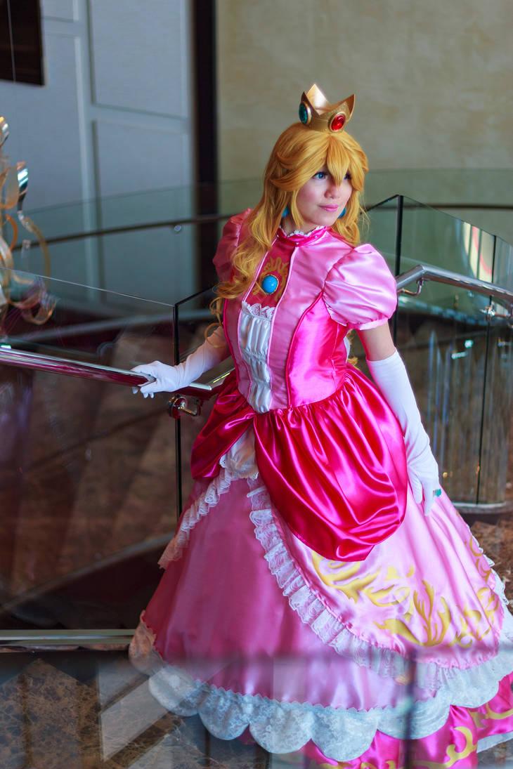 Princess Peach Gaze - Smash Bros Ultimate Cosplay