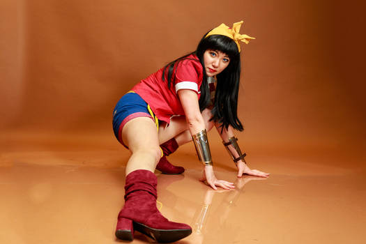 Wonder Woman - Ground Kick Cosplay