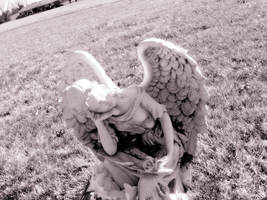 angel that watches over. by ChynnaStorm