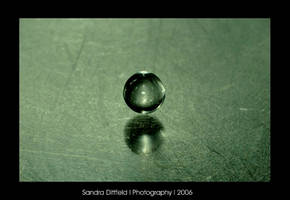 Meditating waterdrop by grugster
