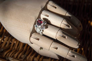 Cluttered stones ring