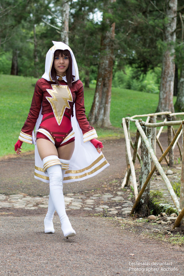 August Ame Pics >> Mary Marvel / Ame Comi cosplay by LeslieSalas on DeviantArt