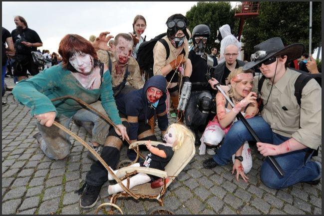 Zombiewalk-2012 by RandomPudding