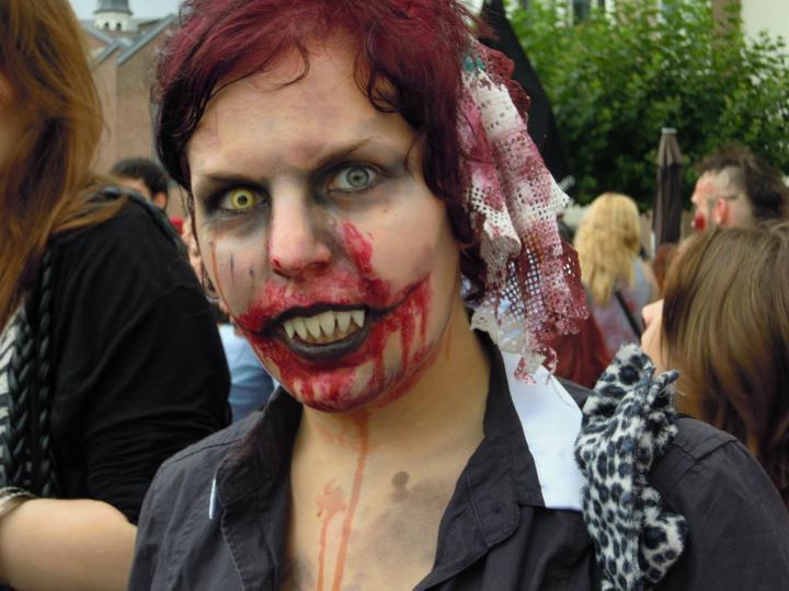Zombiewalk-2011 by RandomPudding