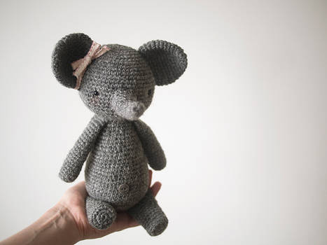 Elly the crochet elephant