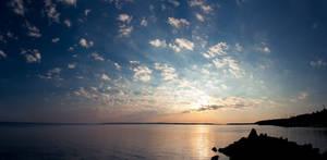 Aurinko nousee by JuhaniViitanen