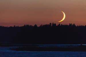 Moonset by JuhaniViitanen