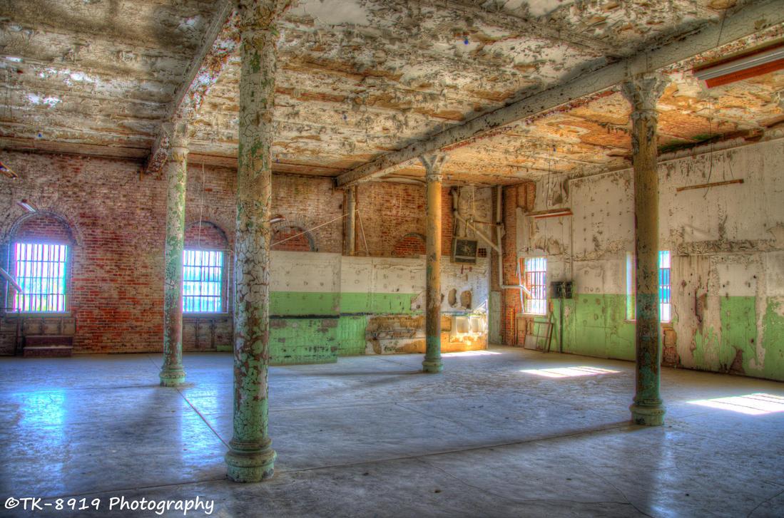 Abandoned Hall by Bodatheyoda