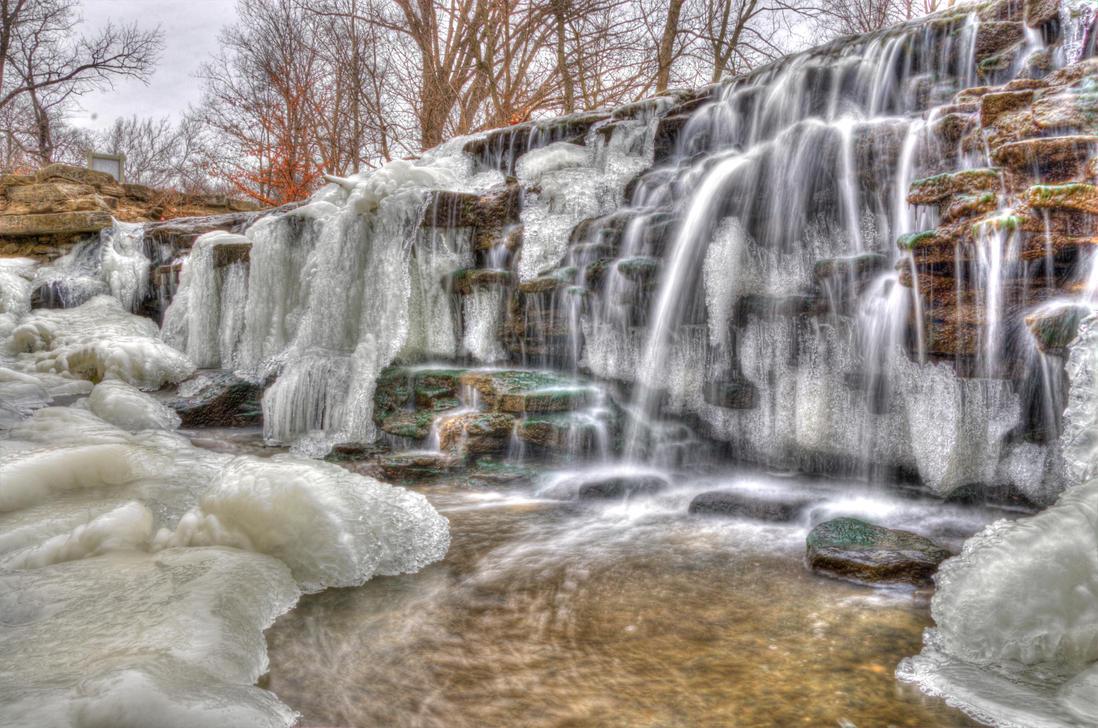Frozen falls by Bodatheyoda