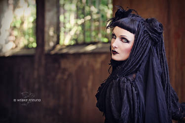 Femme-Fatale by Labecula