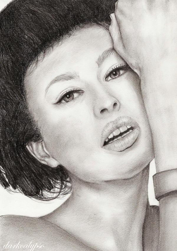 Portrait II by darkcalypso