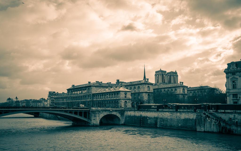 Pont Notre Dame I by NaKhym
