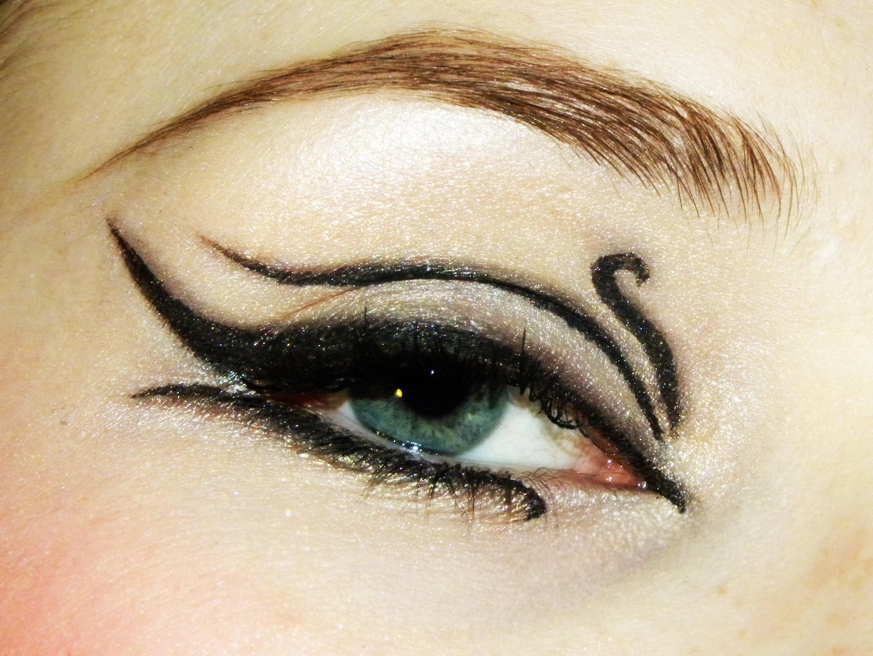 Стрелки для макияжа фото