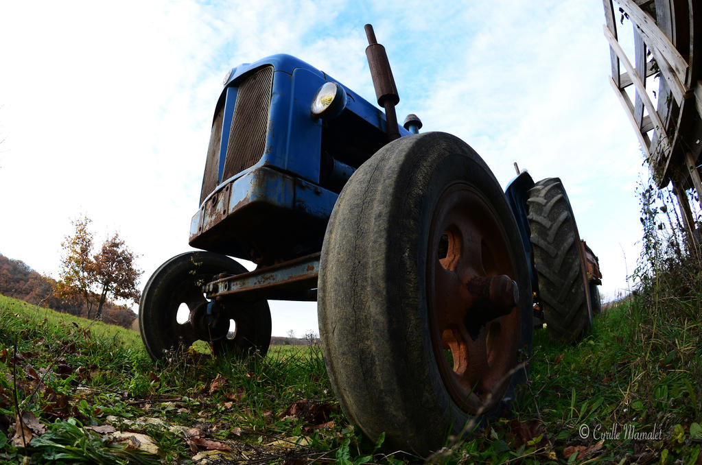 Tractor-01 by lamniesik