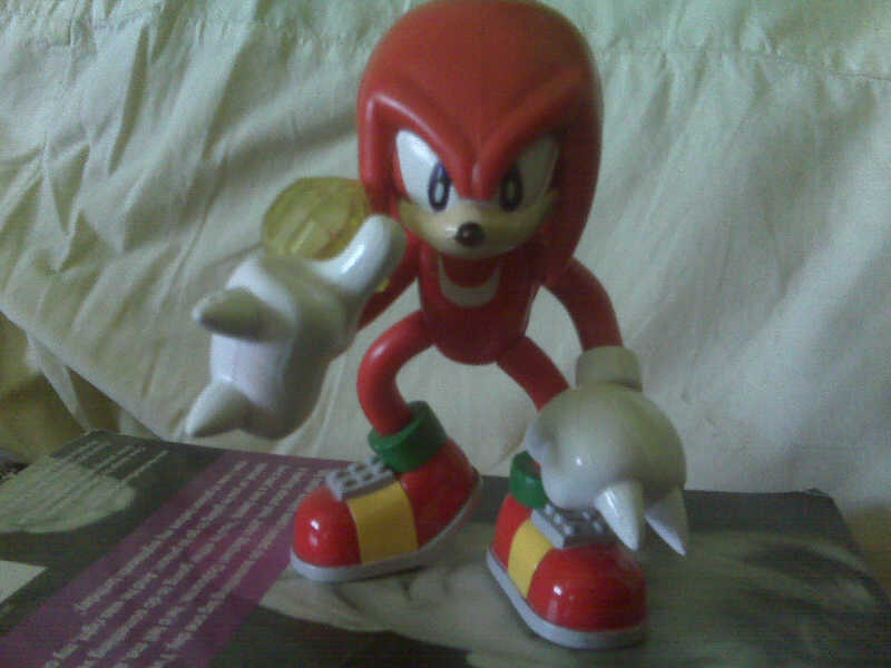 Knuckles The Echidna by Selenalunarox