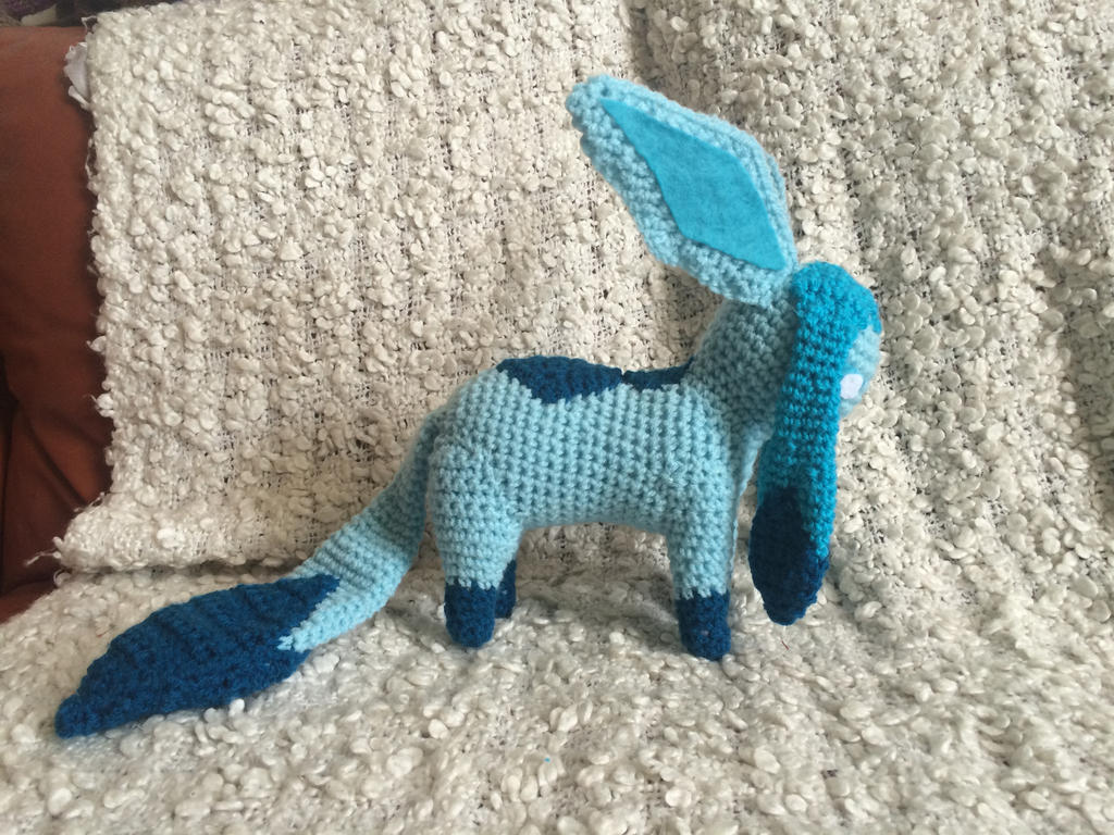 Glaceon v1 by Phee-e
