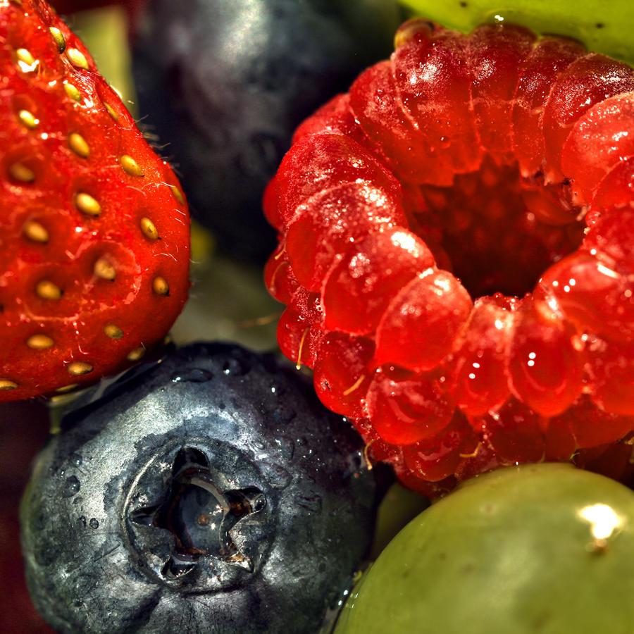 Grapes N' Berries by Spankreas