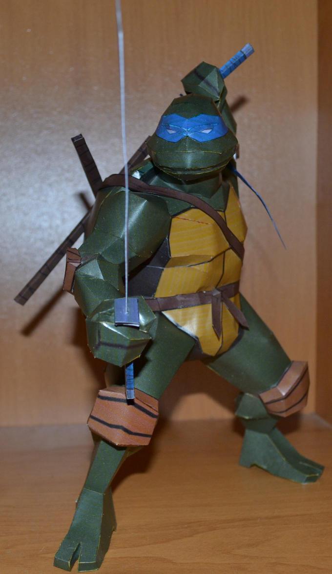 TMNT Leonardo 5 by two-wisemen