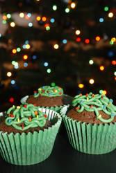 Tangled Christmas Tree Light Cupcakes by behindthesofa