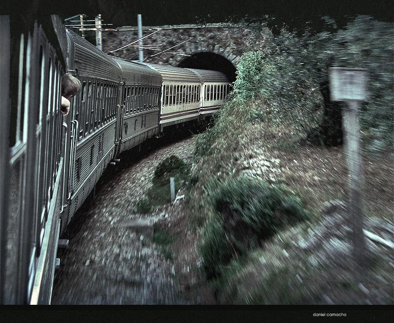 """Obrázek """"http://fc02.deviantart.com/fs18/f/2007/129/d/7/Runaway_train_by_dcamacho.jpg"""" nelze zobrazit, protože obsahuje chyby."""