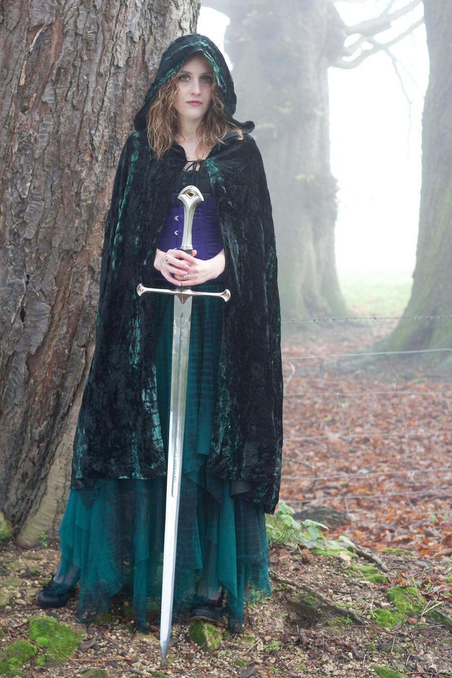 [Image: woman_with_sword_6_by_lughofthelongarm-d33g240.jpg]