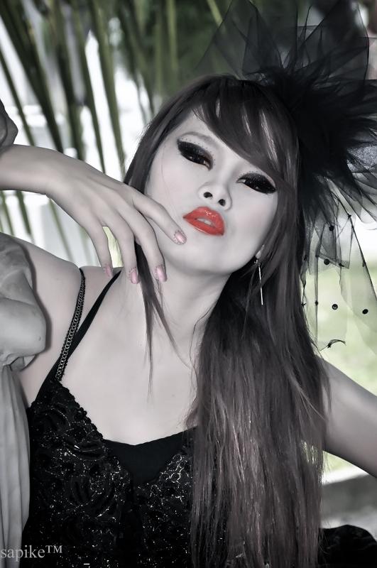 http://fc02.deviantart.net/fs40/f/2009/036/0/7/Cyber_Gothic_Girl_by_vstary.jpg