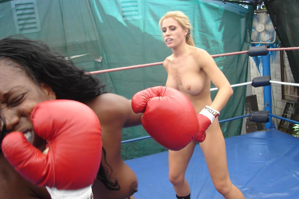 Women naked boxing