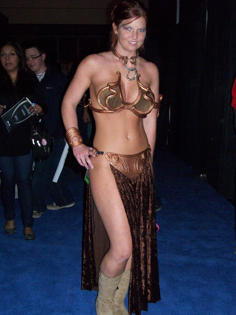 leia_cosplay_at_nycc_2010_by_lenlenlen1-
