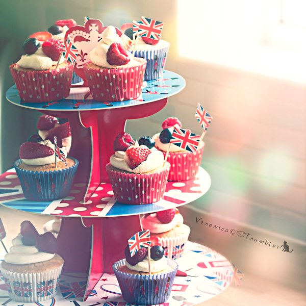 Diamond Jubilee Cupcakes by Slairea