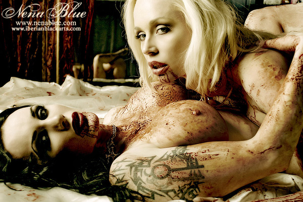Вампир девушка голая