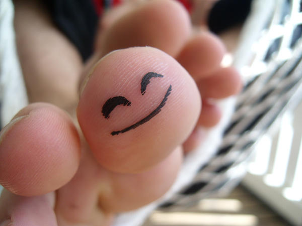Happy Toe by Grodden