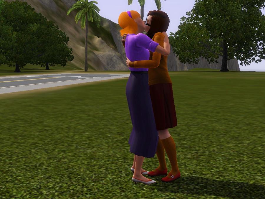 velma and daphne kissing naked