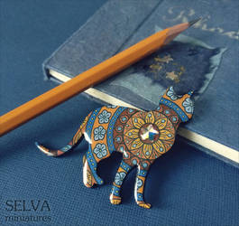Star cat.  Zendala hand-painted brooch/pendant by Lyth