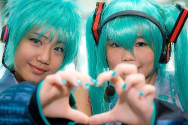 Hatsune Miku and Hatsune Mikuo by stjh-cosplay