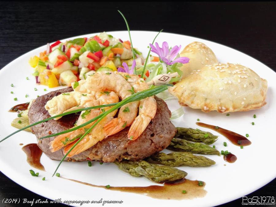 Beef steak with asparagus and prawns by PaSt1978