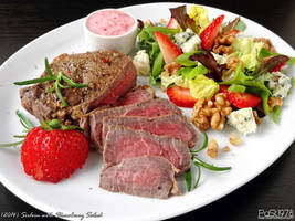 Sirloin with Strawberry Salad by PaSt1978