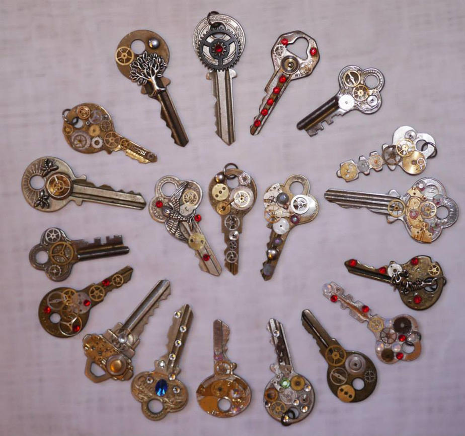 Steampunk Key Necklaces by mayanbutterfly