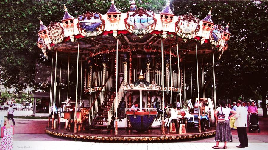 10/52 Carousel