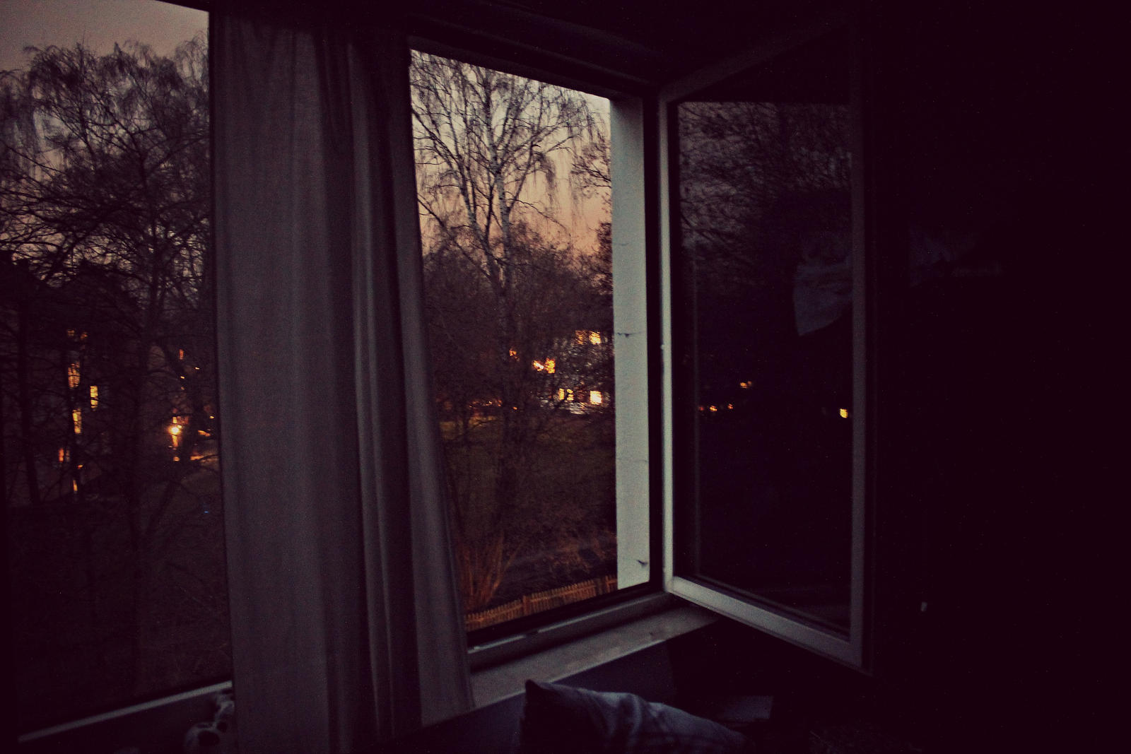 night in the room by LucaHennig