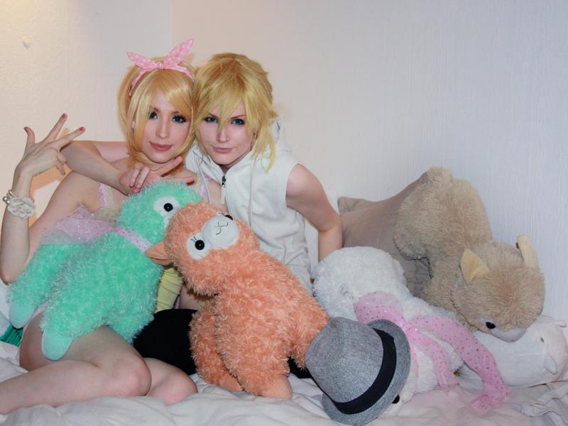 Rin and Len - Our own Alpaca kingdom! by TheCarebearFag