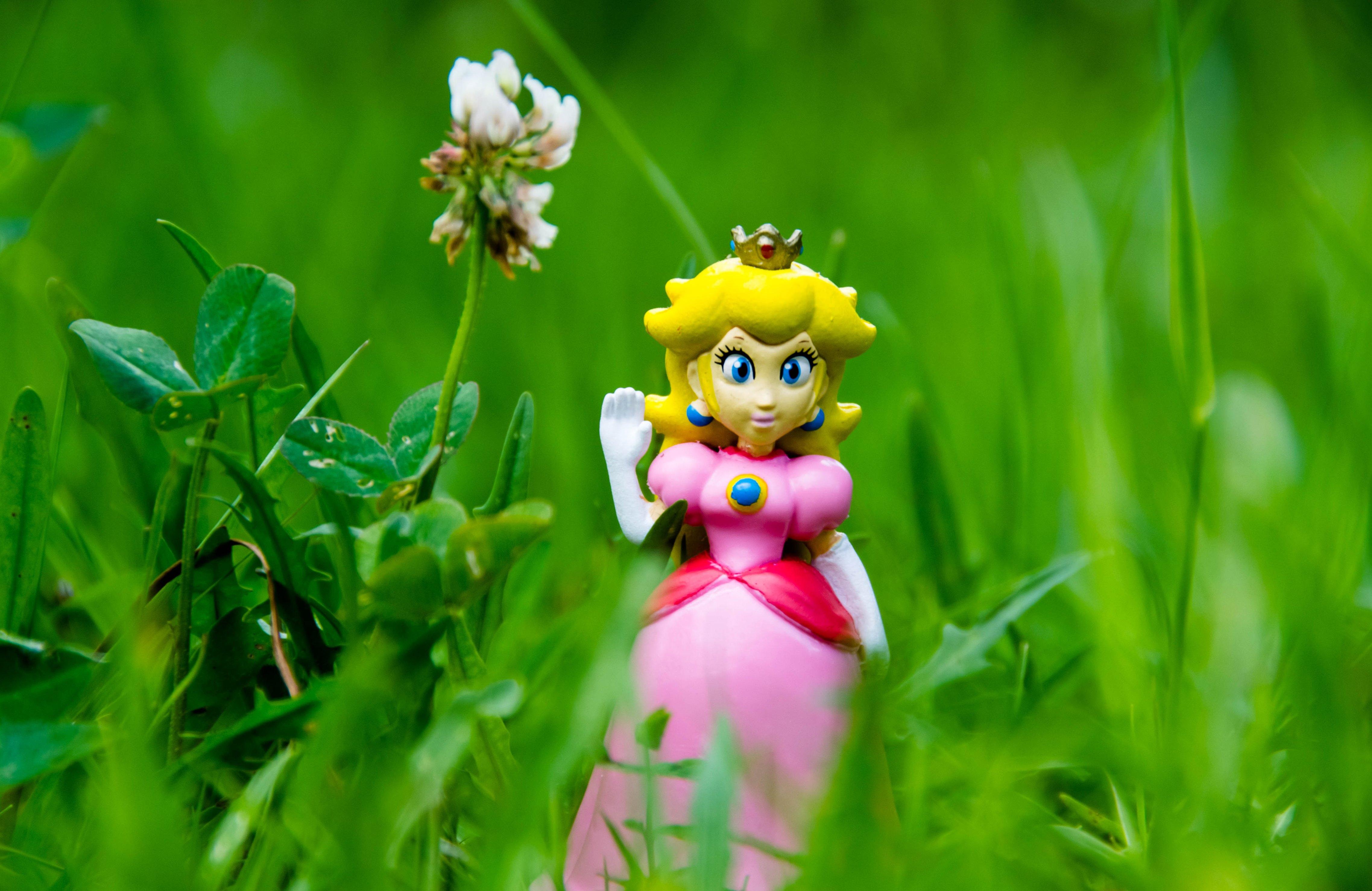 Princess Peach by JellyBellyNyan
