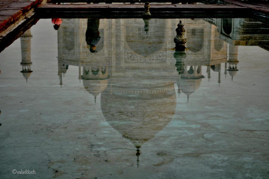 taj mahal reflection by valaddoch